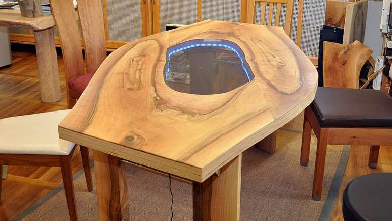Nussbaumtisch Sägefurniertisch LED Beleuchtung Unikat Geölt