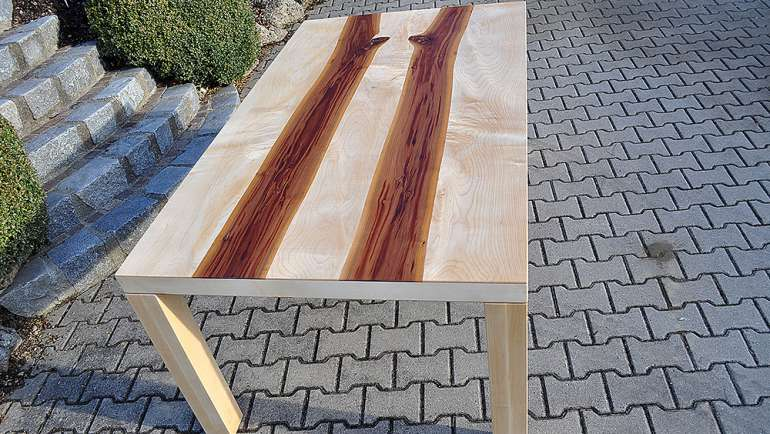 Tisch Sägefurniertisch Zwetschge Ahorn Unikat Lackiert