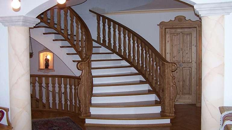 Treppenaufgang Barock Eiche Rustikal Lackiert