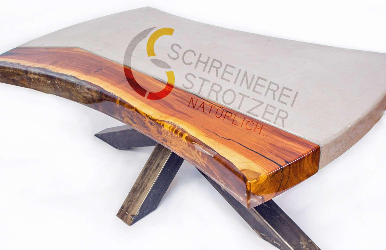 Couchtisch in Beton-Holz-Epoxyd, Zwetschgenbaum, Baumkante, gespachtelter Beton, Tischgestellt Stahl